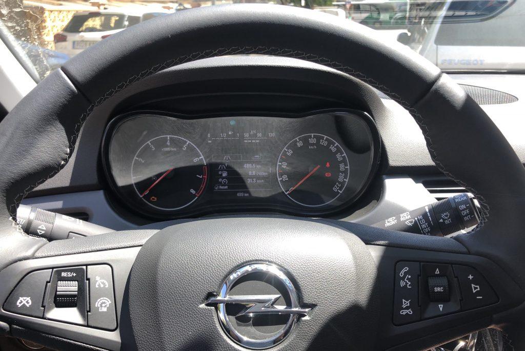 Pristrojova doska a multifunkcný volant Opel Corsa